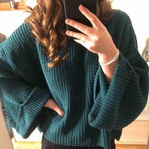 Tealgrön tröja från mango i storlek L men är liten i storleken (jag är en xs/s) kan mötas upp i Stockholms området eller frakta (köparen står för frakt)