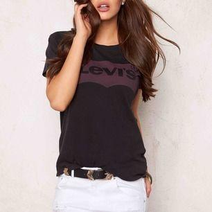 Levis t-shirt, stl xs, använd 1-2 gånger
