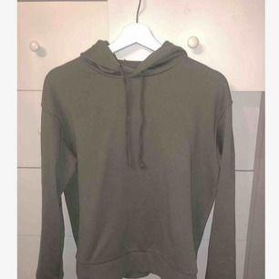 En grön hoodie från h&m i bra skick, använd ca 5 gånger. Tränings hoodie
