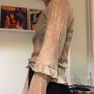 Finaste tröjan med volang <3