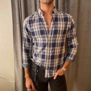 Säljer denna skjortan från märket dobber, köpt på MQ. Fint skick.🪐