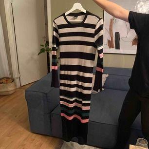 Gina Tricot  klänning  Använd 1 gång