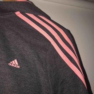 Adidas tröja (barnstorlek) men passar xs galant