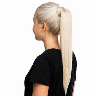 Rapunzel ponytail i 60 cm, färgen 10.8 Light blonde säljes. Använd 2-3 gånger. Jätte fint skick. Nypris 1999.