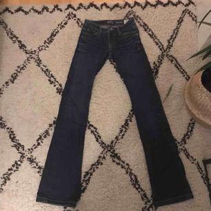 Mörkblåa bootcut jeans från JC (crocker) i modellen PEP!BOOT💚använda typ 1 gång💥frakt 65kr