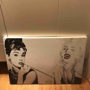 Tavla med Marilyn Monroe och Audrey Hepburn köpt i London