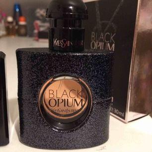 Sparsamt använd Black Opium edp från YSL. Priset är inkl vanlig frakt i postens påse 🌸