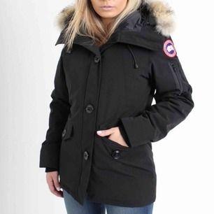 Säljer min Canda Goose jacka i modellen Montebello storlek XS. Säljs pga att den inte kommer till användning. Jackan är i bra skick o inte använd mycket. Köpt på Johnells, kvitto finns, om fler bilder önskas kan jag skicka privat.