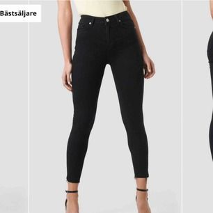 Ett par svarta jeans från nakd Knappt använda Storlek 34 Köpt för 400  Säljer för 200 inklusive frakt