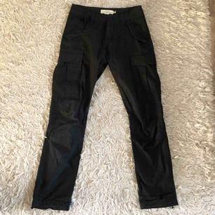 Cargo pants! Skitsnygga med dad shoes elr af1:-) Cond: 9.7/10 Frakt ligger på 45kr.