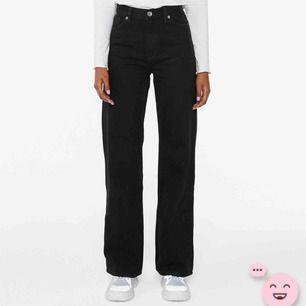 Säljer mina wide jeans från Monki. Använda få gånger