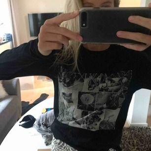 Vill göra en intressekoll på min tröja ifrån Zadig & Voltaire. Aa coolt tryck och sitter toppen.