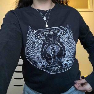 tunn långärmad tröja i en jättefin grå färg, tyvärr lite liten på mig nu men i mycket bra skick!