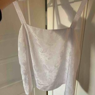 Så himla fint linne som inte kommer till användning. Jättemjukt och fint material, silkes-liknande. Fraktar endast!