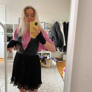 Slutsåld förklädesklänning från zara. Endast använd en gån. Strl M men passar en S! 🥰