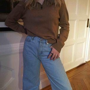 Mysig varm brun zip up tröja i mycket bra skick. Frakt tillkommer