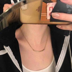 Fint guldigt halsband som tyvärr inte kommer till användning längre💕