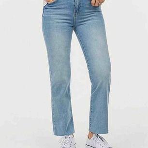 Blåa croppade jeans
