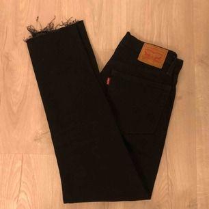 Snyggaste Levi's jeansen i modell 501. Säljer då dom inte passar på mig. Frakt tillkommer på 42kr 💕