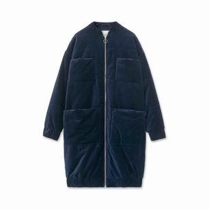 Carin Wester kappa köpt för ett år sen, säljer pga att den inte kommer till användning, 4 fickor