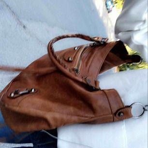 Balenciaga liknande väska i äkta läder. Knappt använd