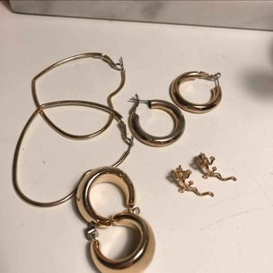 Ödlorna och de tjockare ringarna är vad jag säljer! 70:- för båda eller 40:-/st🥰🥰🥰