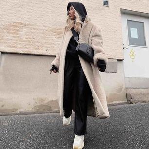 Vintage faux fur jacka, storlek är onezise, jag är 160 och lite för stor och lång för mig