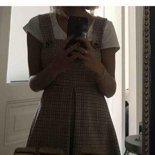 En söt klänning från zara i rutigt mönster. Älskar denna klänning men tyvärr köpte jag fel stolek.  150kr + frakt