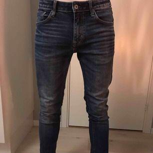 CROCKER jeans med snygg tvätt! Går att fixa mer bilder om det behövs :)