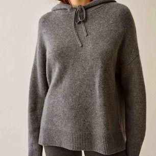 Kashmere hoodie i grå. Som ny och endast använd fåtal gånger.