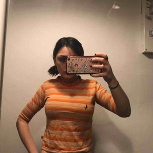 Snygg tröja tror den är i barnstorlek med passar mig som har xs! Jättefin men används inte längre