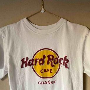 Tisha köpt på Hard Rock Café i Gdansk🤘 Rätt flitigt använd men inga skavanker🌟 Frakt tillkommer😌