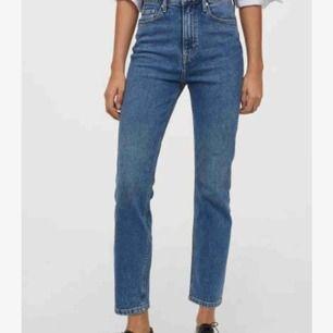 Jätte fina mom jeans!🦋 Passar xs-m berors på hur tajt/löst man vill de ska sitta 💖