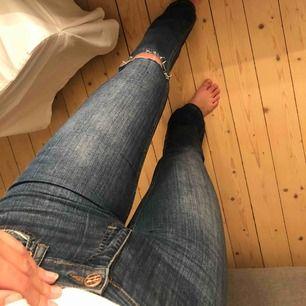 Snygga bootcut jeans! Går att frakta