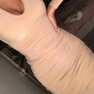 Rebecca Stella klänning. Använd en gång, grymt fin!!! Går att frakta :)