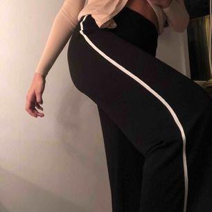 Snygga och sköna svarta byxor. Aldrig använda:(  Går att frakta :)