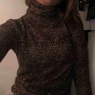 Leopard tröja från Zara. inte använd mycket, så den är i fint skick!