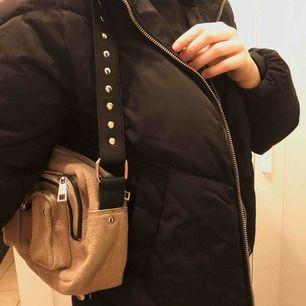 H&M jacka, som knappt används. Frakt tillkommer 💕