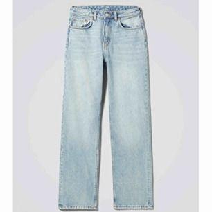 Super snygga, knappt använda jeans ifrån weekday, nästan helt slutsålda. Köptes för 500kr säljs för 300kr +79kr frakt