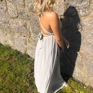Säljer min super fina balklänning från Nelly  Frakt står köparen för :)