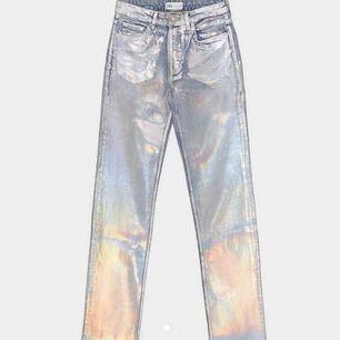 Säljer dessa supersnygga byxor från zara. Jag köpte dom häromdagen på plick men de passade tyvärr inte mig... hör av er för fler bilder!