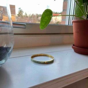 Marcbymarcjacobs armband köpt second hand men fräscht och oanvänt! 100% äkta.