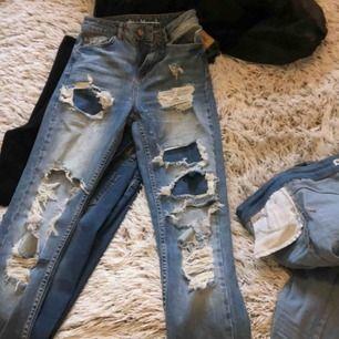 Boyfriend jeans från bikbok. Använda några ggr 150kr + frakt  Köpta för ca 600