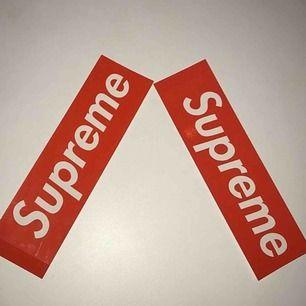2 Supreme Stickers och en Yeezy Keychain för 115kr! Mvh AllPlugs. Endast PayPal!