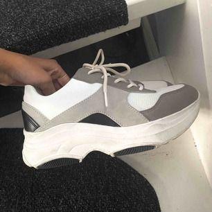 Chunky sneakers från din sko || storlek 38 || knappt använda || tvättas innan jag skickar dom || säljer för 150kr + fraktkostnaden 👟
