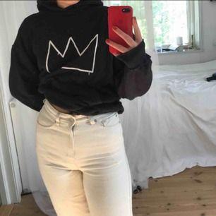 Säljer denna fake hov1 tröja då den ej kommer till användning🔥 Trycket är gjort själv med några kompisar! Kan mötas upp i Sthlm eller frakta! Kan sänka priset vid snabb affär🌟