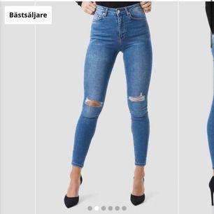 Jättesnygga och sköna stretchiga jeans från Nakd i storlek 36! Endast använda en gång 💓