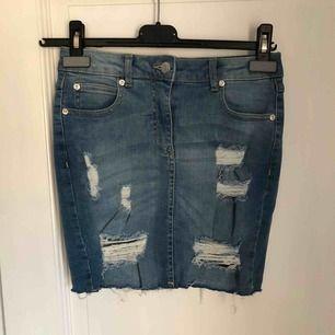 Säljer en helt ny kjol från booho i storlek s. Kan mötas upp eller frakta.