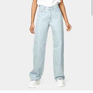 Säljer mina jeans från junkyard pga gillar ej passformen. Köpta för 500 men säljer för 300 för att det fortfarande är jättebra kvalité. Jättesköna byxor! Storlek 25. Jag är 174 så dom är bra i längden dessutom!