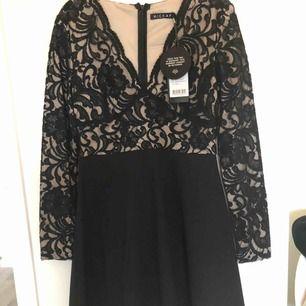 Så snygg kort klänning från Hickup! Storlek M men passar även S. Den är aldrig använd, endast provad och den var för liten för mig. Köparen står för frakten.
